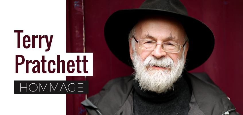 Hommage à Terry Pratchett, auteur de fantasy humoristique